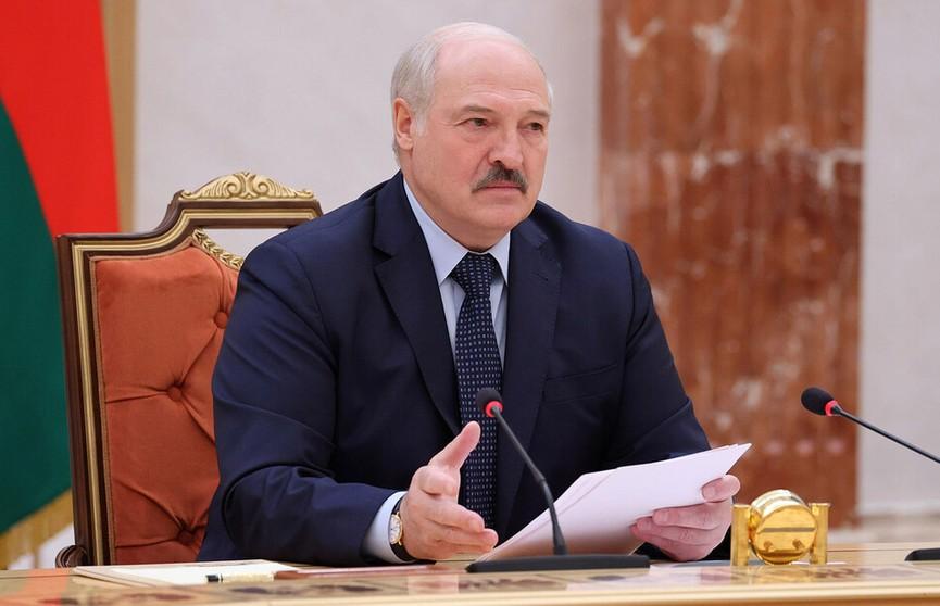 Александр Лукашенко рассчитывает на возобновление авиасообщения с Россией
