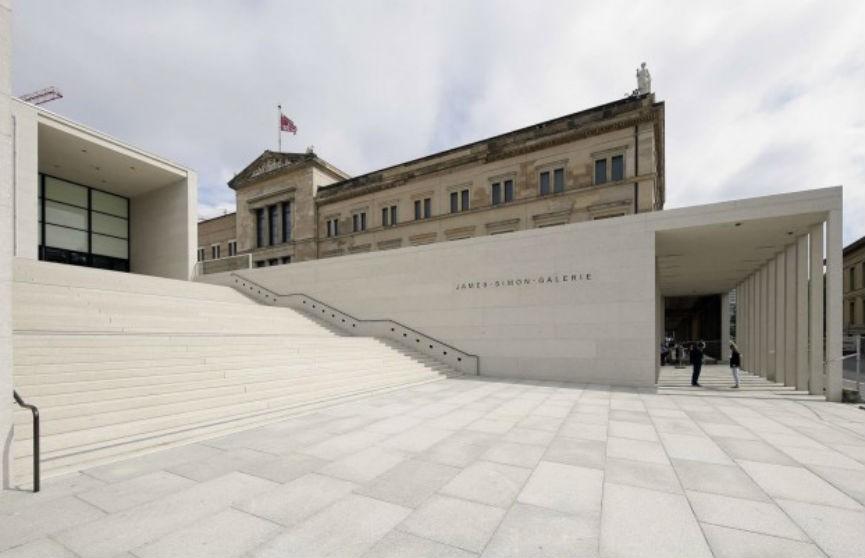В Берлине вандалы облили масляной жидкостью более 70 музейных экспонатов