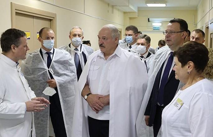 Лукашенко – медикам: Будьте стержнем общества. Поберегите себя! От вашего здоровья зависит наше