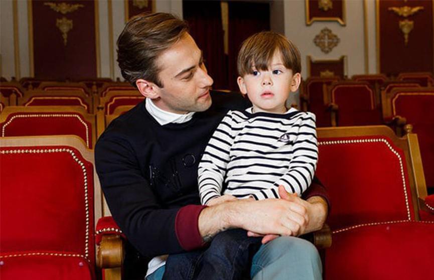 Дмитрий Шепелев попросил в соцсетях совета в воспитании сына