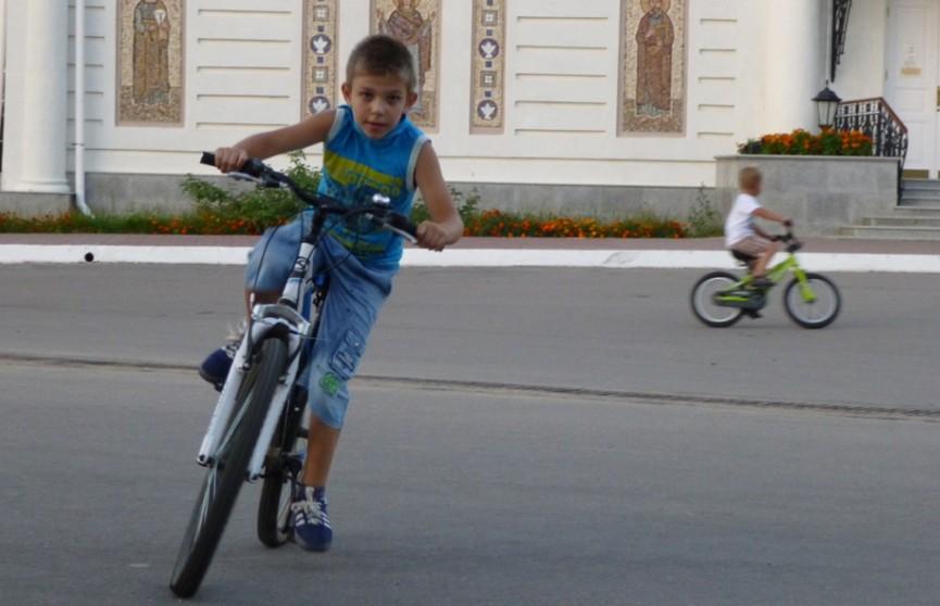 10-летний велосипедист столкнулся с Renault в Столинском районе