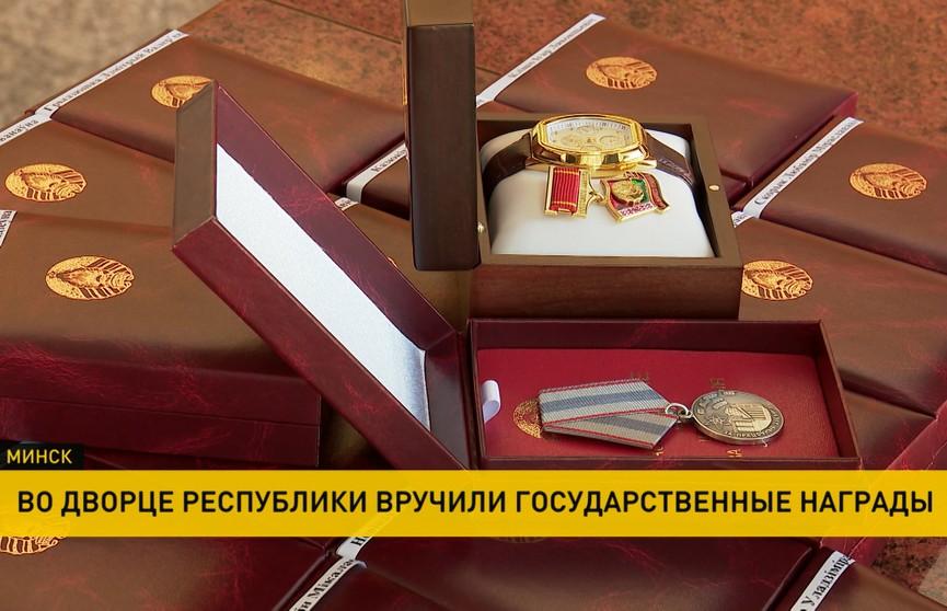 Премьер-министр вручил госнаграды почти 40 представителям различных сфер