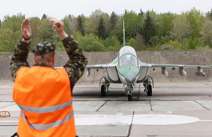 Новая партия учебно-боевых самолётов Як-130 прибыла на авиабазу в Лиде