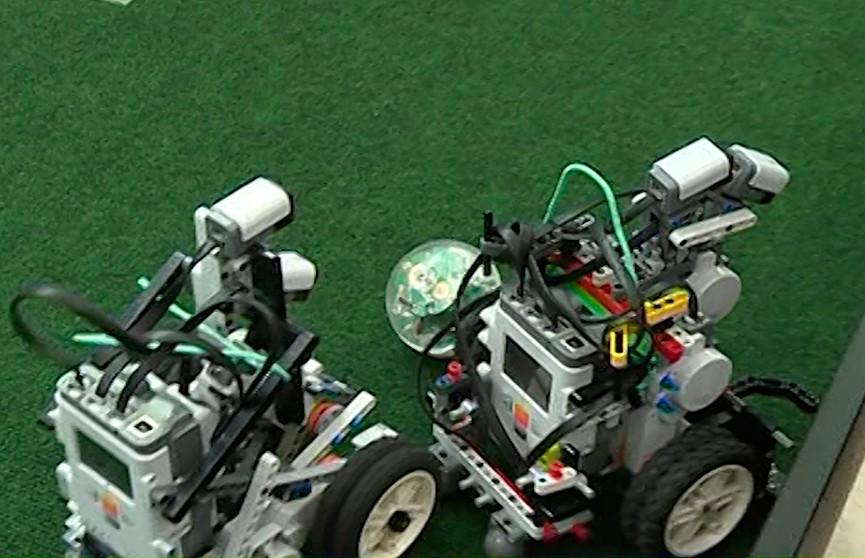 Отбор на Всемирную олимпиаду роботов: юные разработчики показали своих «подопечных» корреспондентам ОНТ