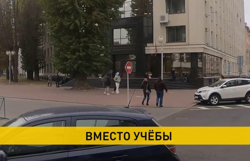 Четверо студентов возле дороги контролировали появление силовиков: молодых людей задержали