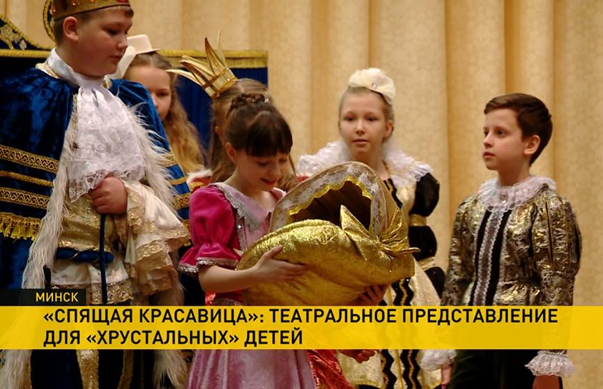Для «хрустальных» детей учащиеся студии «Арт-бум» устроили театральное представление