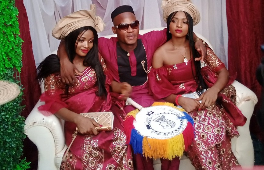 Сестры-близнецы вышли замуж за одного мужчину
