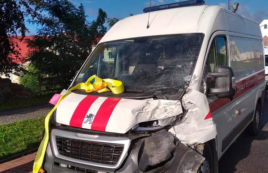 Маршрутка и машина скорой помощи столкнулись в Гродно