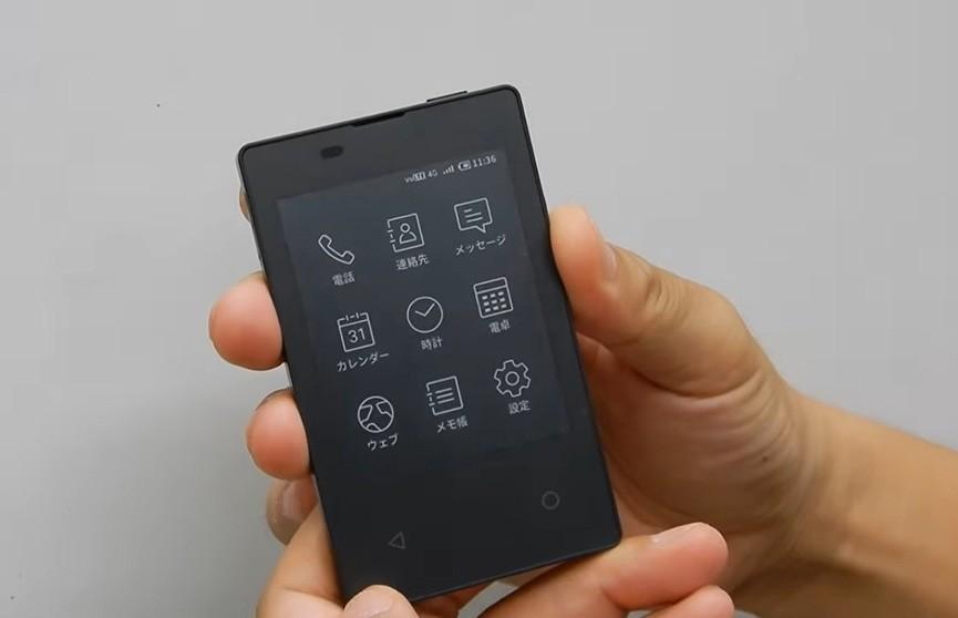 Миниатюрный смартфон создали в Японии (Видео)