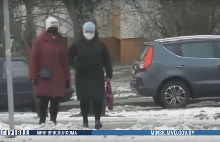 В Минске задержали двух женщин, рассыпавших на дорогу саморезы
