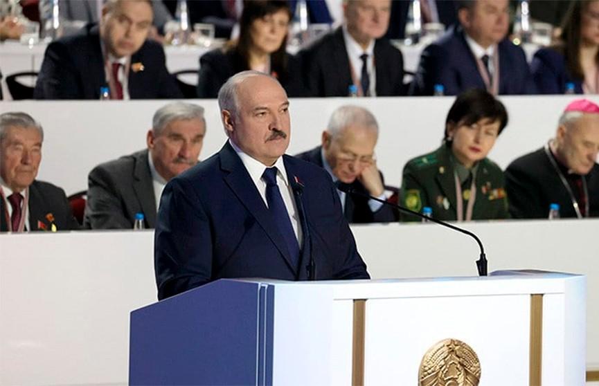 Лукашенко о тунеядцах: Годами не работают, а ездят на дорогих машинах, еще и возмущаются