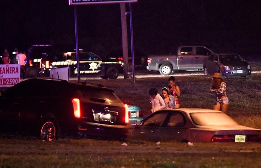 Неизвестный расстрелял участников выпускного бала в Техасе