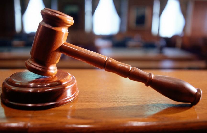 В Столбцах проходит судебное заседание по делу о подростке, который напал на учеников и учительницу в школе