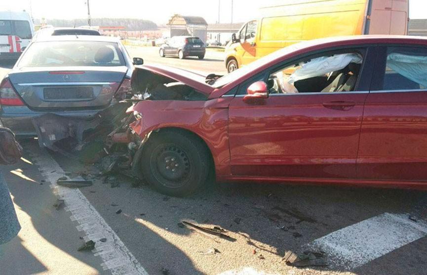 Четыре легковушки столкнулись в Минске: пострадали два человека