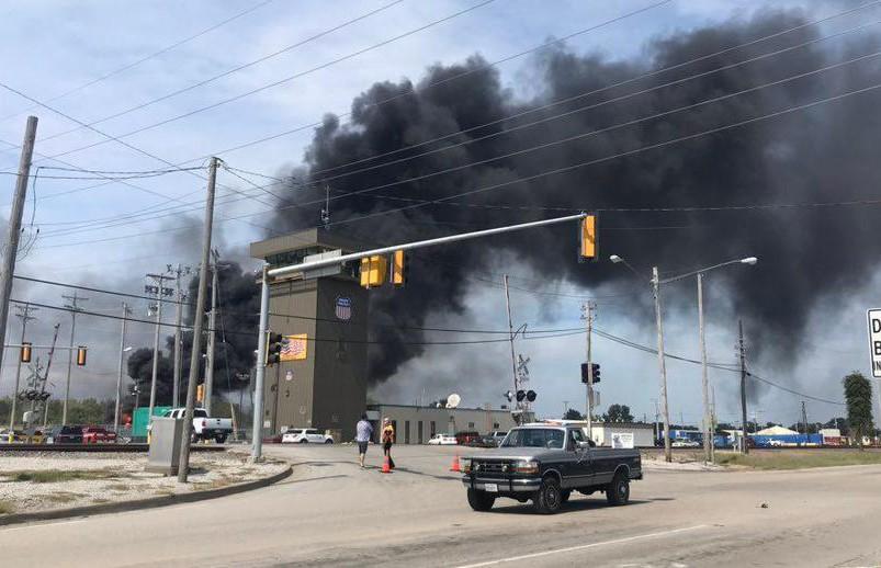Товарный поезд сошел с рельсов и загорелся в Иллинойсе (ВИДЕО)