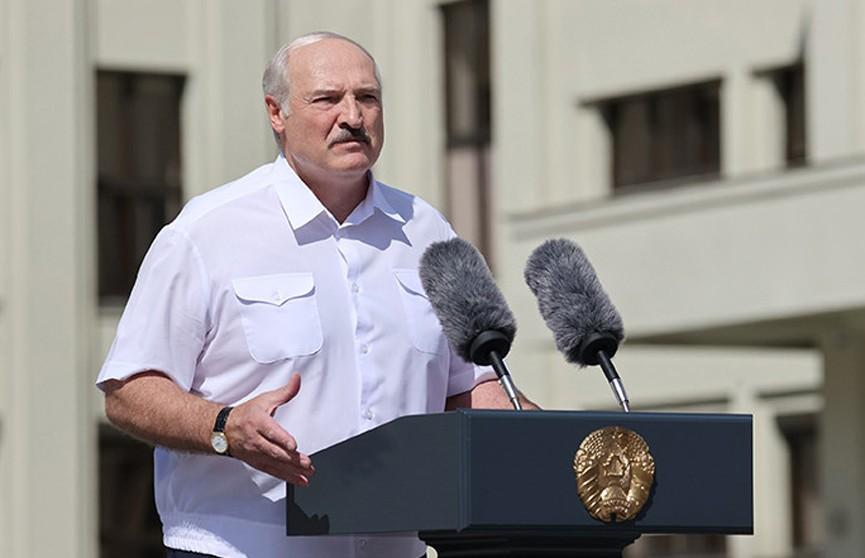 Лукашенко: даже когда буду мертвым, не позволю отдать страну