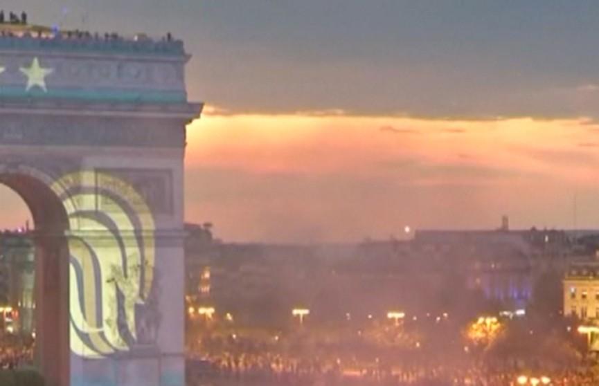 Франция празднует триумф футбольной сборной на чемпионате мира. Репортаж ОНТ из Парижа