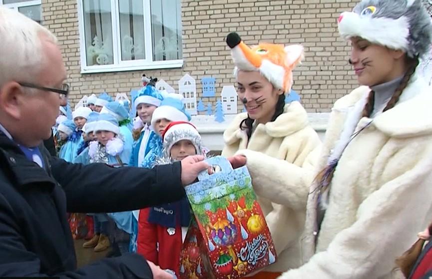 Акция «Наши дети»: ребятам вручили подарки