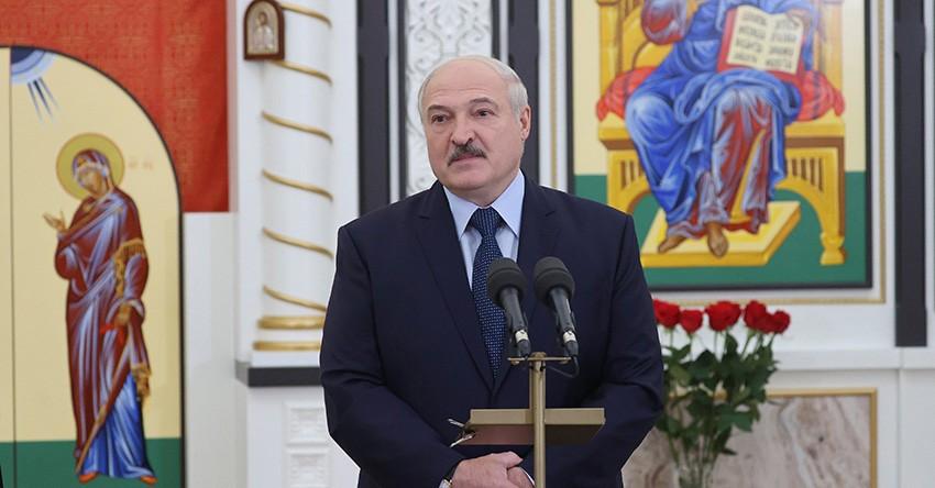 Благодарность меценату и общение с прихожанами: подробности посещения Лукашенко нового храма в честь святого пророка Иоанна Предтечи