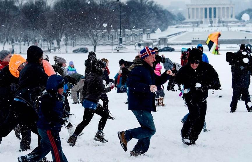 Снежная буря обрушилась на столицу США