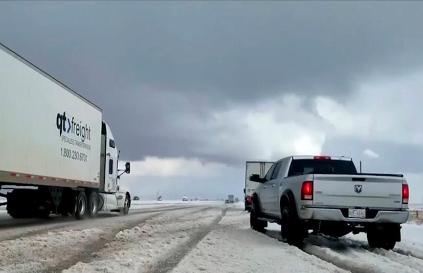 Снежная буря в Канаде: более 120 ДТП за 12 часов в провинции Альберта
