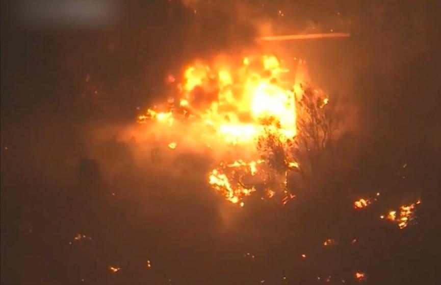 Калифорния в огне: лесные пожары продолжают распространяться по штату