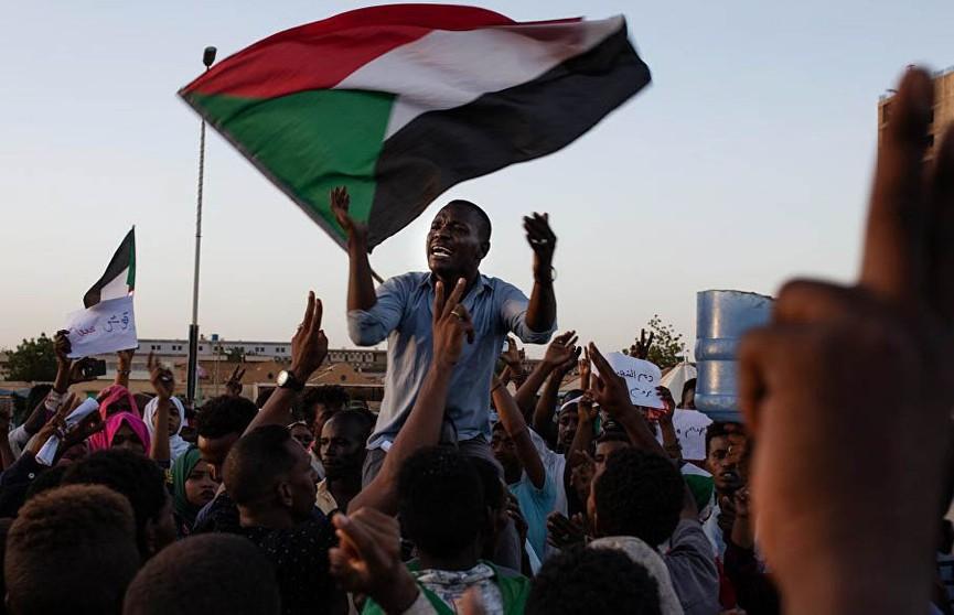 Военный совет и оппозиция договорились о сроке переходного периода в Судане