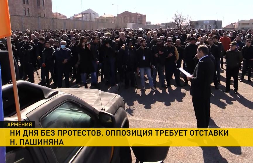 Армения не может справиться с политическим кризисом, Ереван перекрыт митингующими