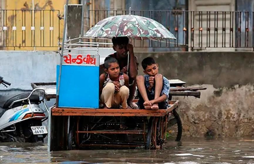 В Индии более 200 человек погибли из-за муссонных ливней