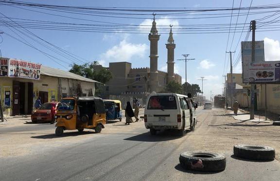 Мощный взрыв и стрельба произошли в отеле Сомали: 10 человек погибли