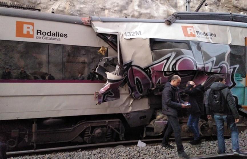 Два скоростных поезда столкнулись лоб в лоб в Испании