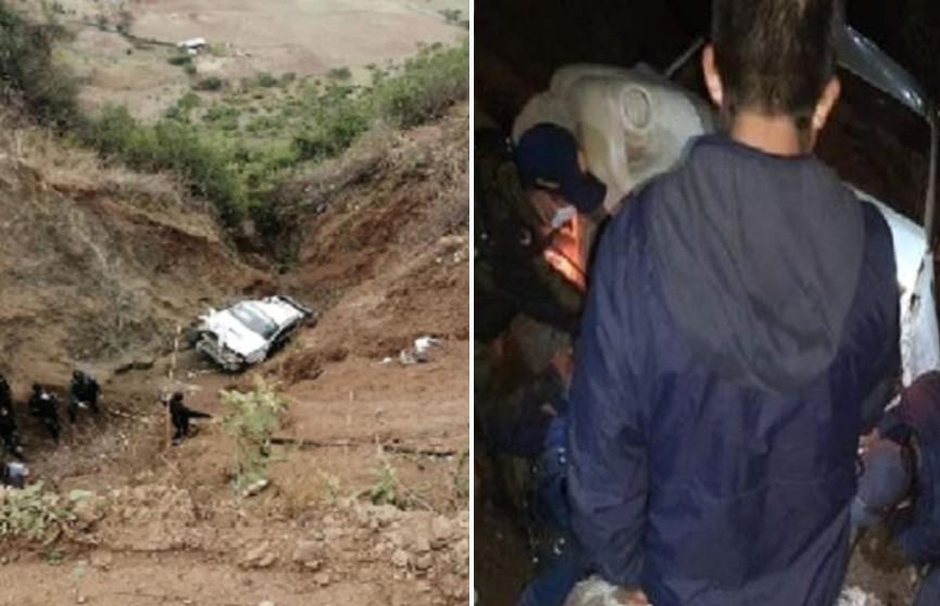 Семь человек погибли после падения грузовика в ущелье в Перу