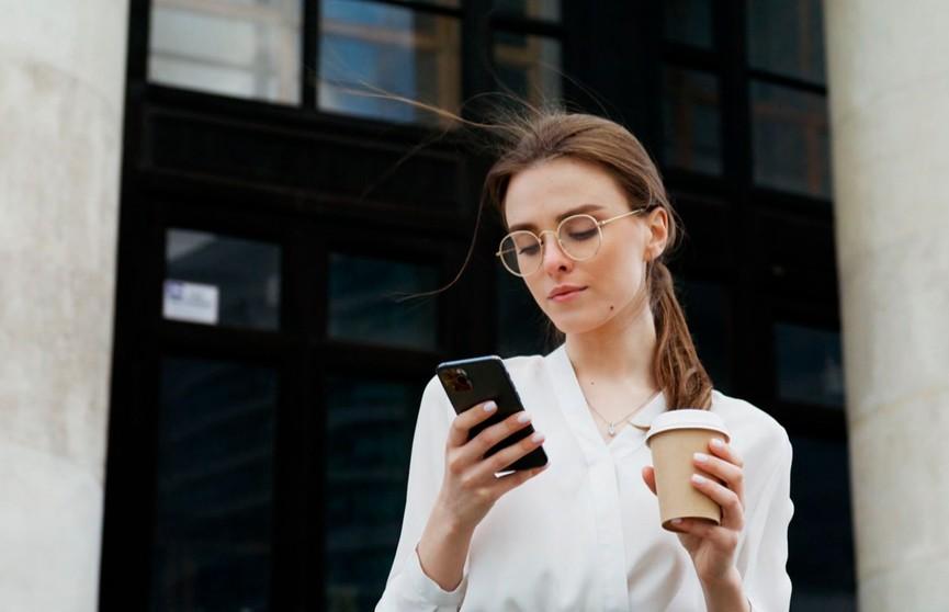 Правила телефонного этикета: как расположить к себе собеседника?
