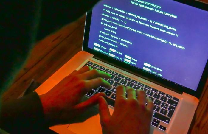 Хакеры завалодалі канфедыцыйнай інфармацыяй кліентаў беларускіх банкаў праз фэйкавыя сайты