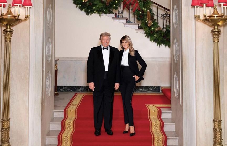 Дональд и Мелания Трамп опубликовали рождественскую открытку
