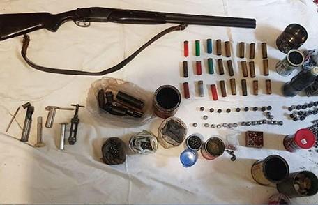 Двух жителей Пружанского района задержали за незаконное хранение и продажу оружия