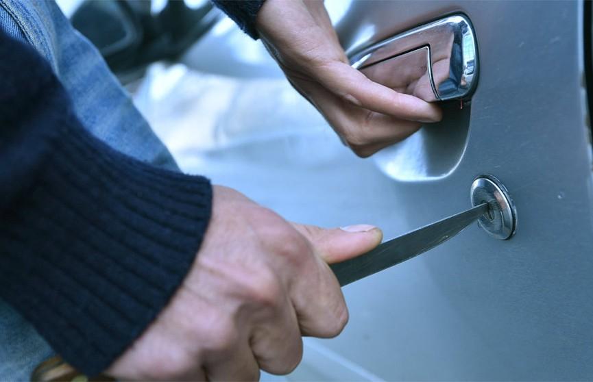 Неудачливый автоугонщик забыл в чужой машине свои документы