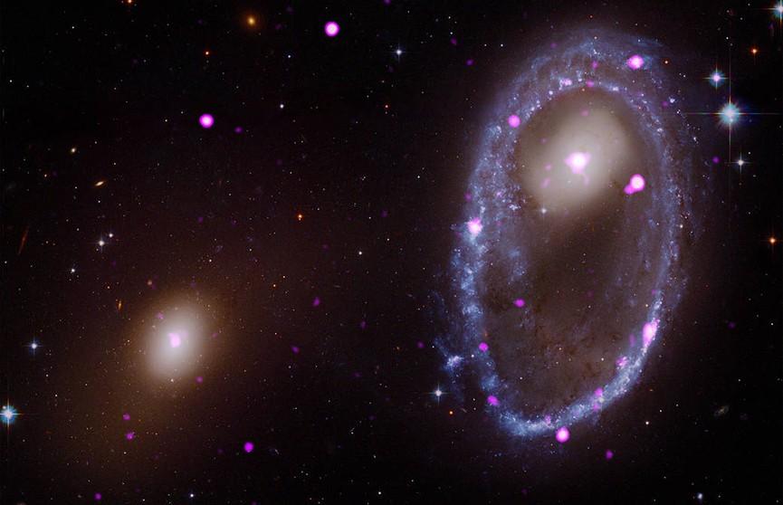 Телескоп NASA смог запечатлеть столкновение двух галактик