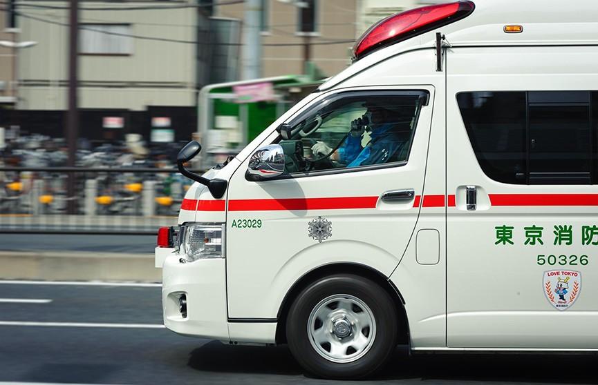 Автомобиль врезался в толпу детей в Японии