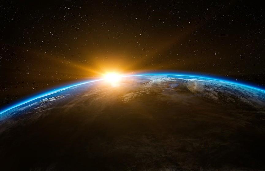 День 18 марта в истории: мирный договор в Риге, выход в открытый космос и «Клуб путешественников»