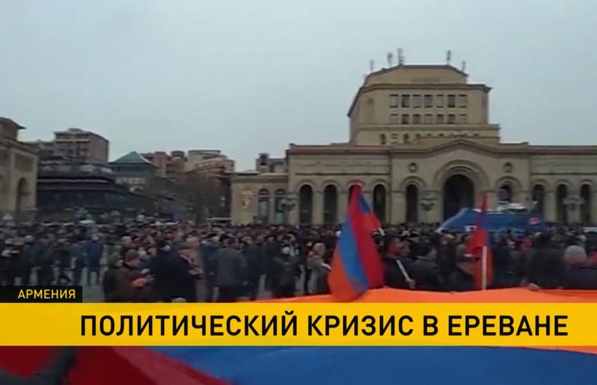Президент Армении отказался увольнять главу Генерального штаба