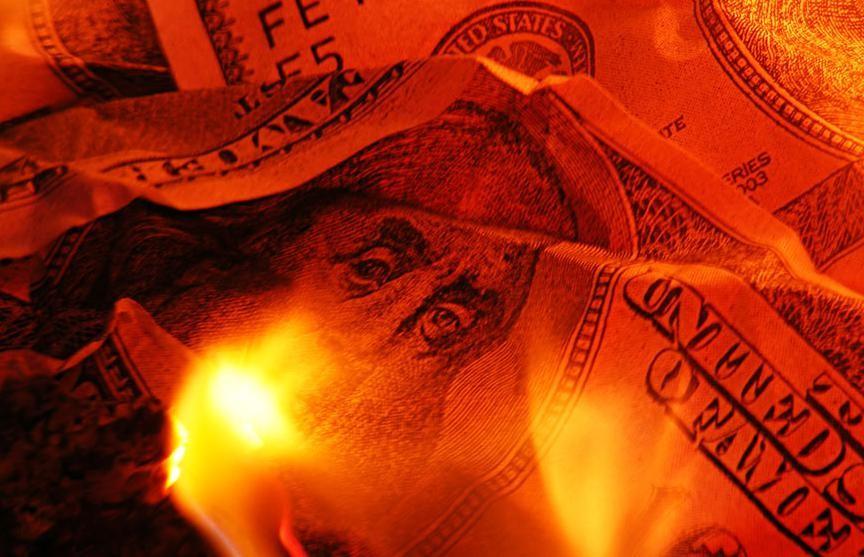 Канадский бизнесмен продал всю недвижимость и сжег деньги, чтобы они не достались его бывшей