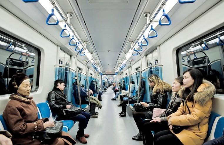 Пранкер из Нур-Султана напугал пассажиров метро кашлем и был арестован