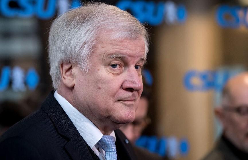 Глава МВД Германии рассказал об угрозе повторения миграционного кризиса