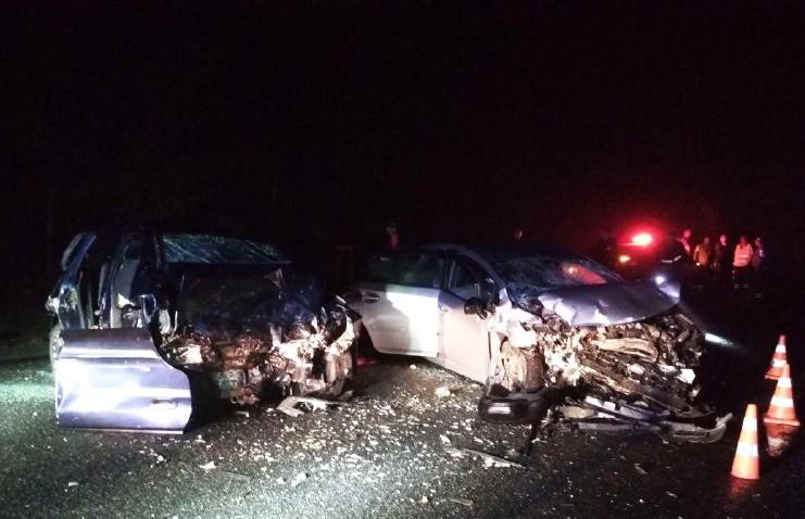 В Гомельском районе вчера лоб в лоб столкнулись два автомобиля Mitsubishi и Toyota.