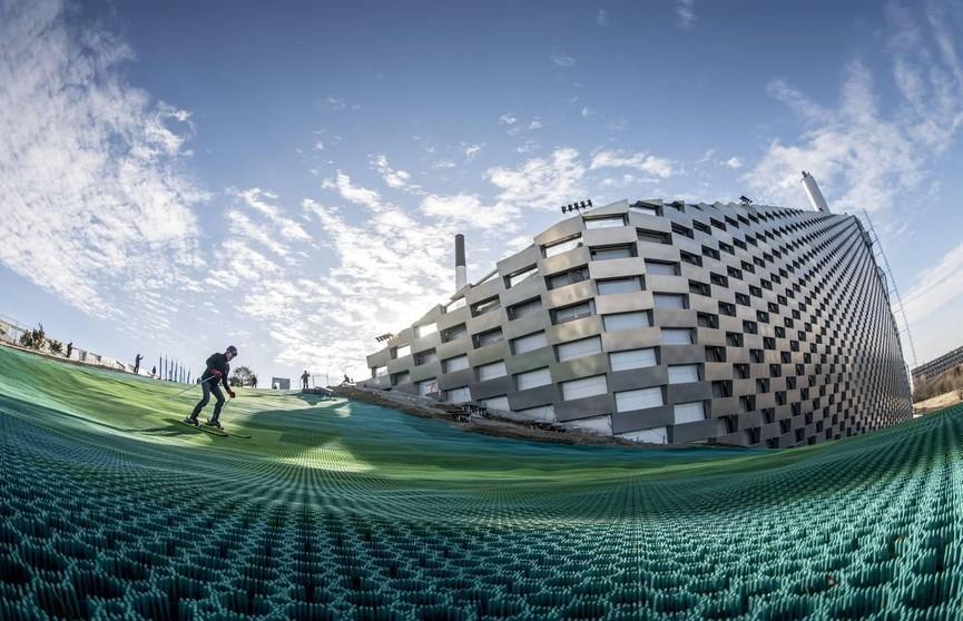 Летом на сноуборде и по крыше завода по переработке отходов. Это стало возможным в Копенгагене