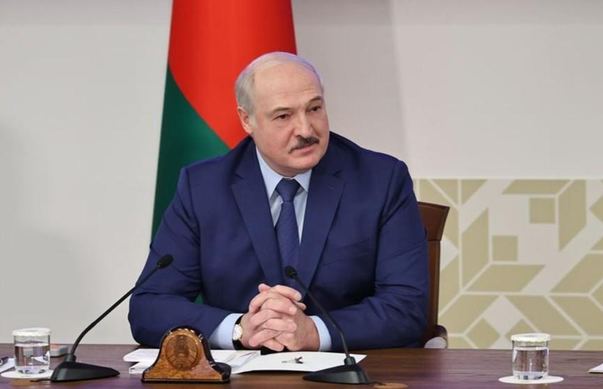 Лукашенко: начали наклонять Россию. Она самостоятельная не нужна
