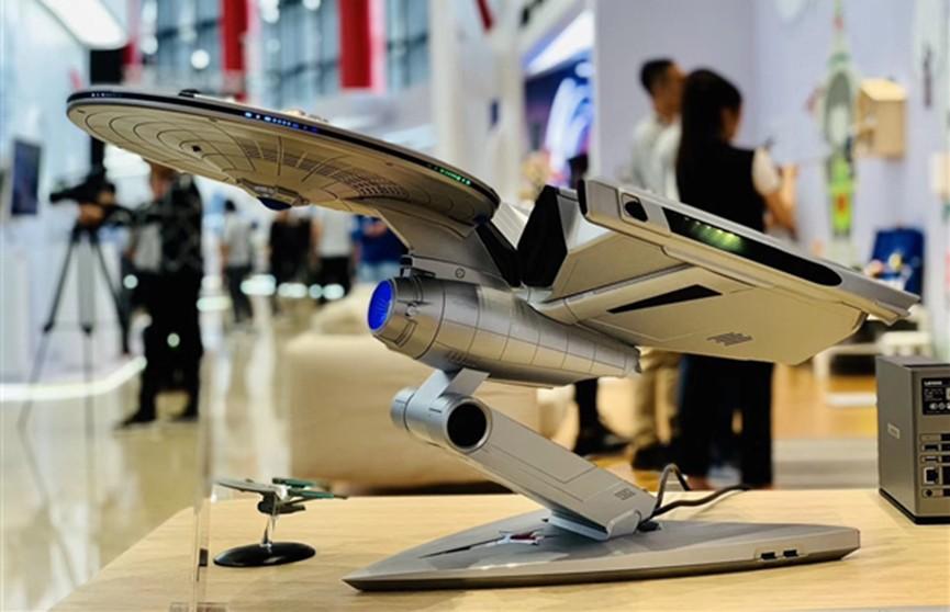 Lenovo представила компьютер в виде корабля Enterprise (Фото)