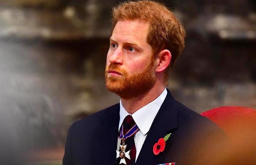 Принц Гарри вернулся в Великобританию на похороны своего деда