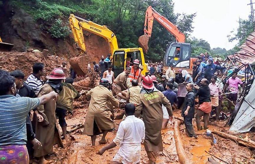 В Индии лавина из камней и грязи смела дома работников чайных плантаций